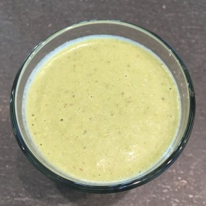 Smoothie: banana, spinach, little gem, celery, cashew nuts, pear